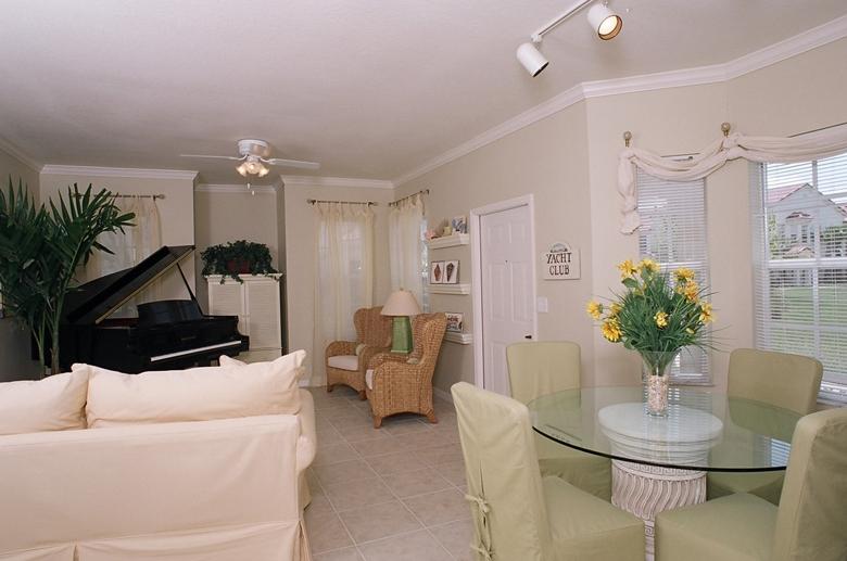 Estates at Stuart living room