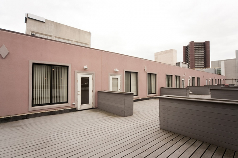 Residence Court deck