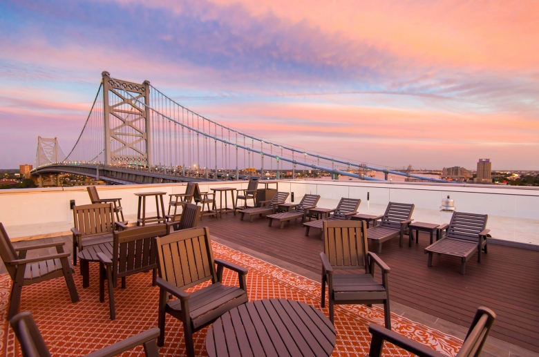 Panoramic view of the city and the Benjamin Franklin Bridge