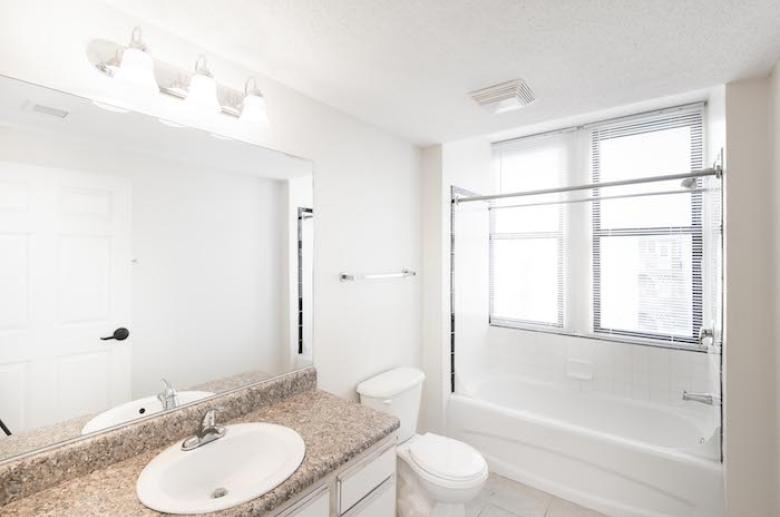 Kensington Court bathroom