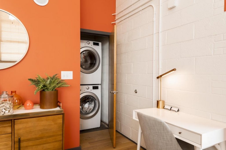 Plant 1 bedroom with laundry