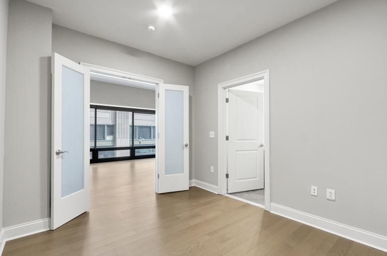 1300 Chestnut Street bedroom