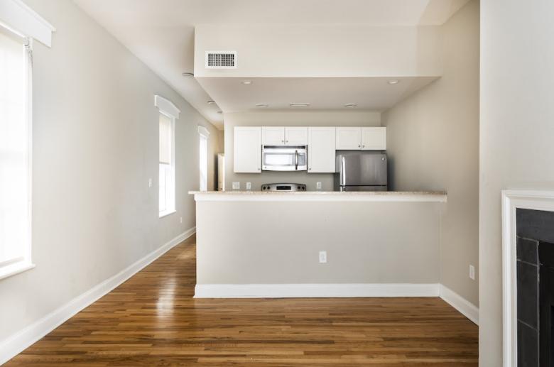 1114 Pine Street kitchen