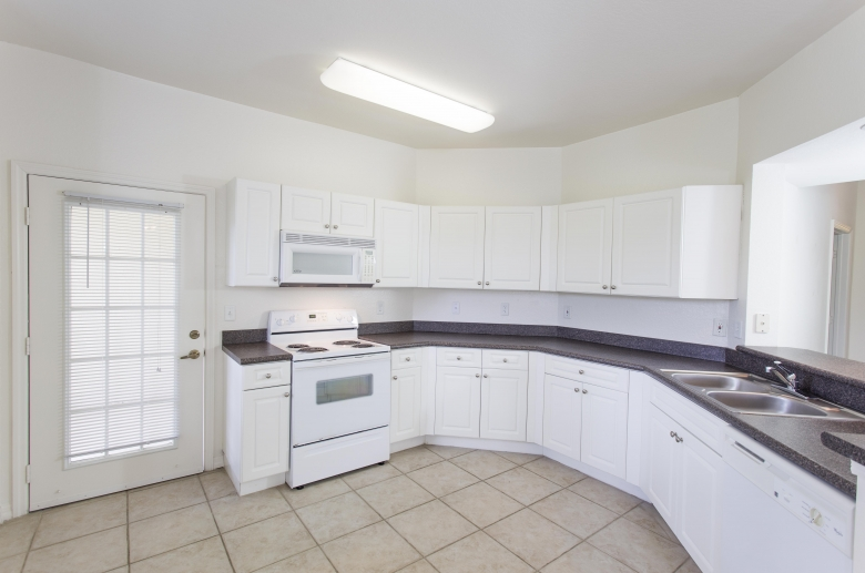 Fully furnished kitchen with granite countertops