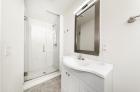 924 Pine Street bathroom